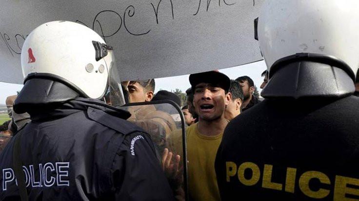 Yunanistan'da ırkçılar mülteci okulunu bastı