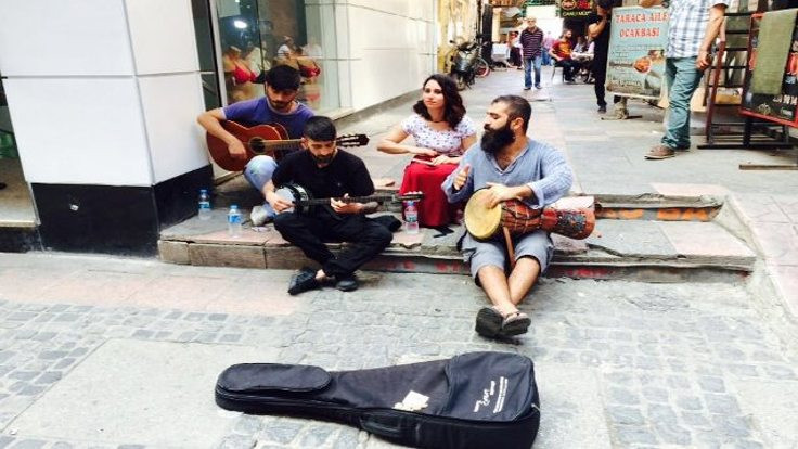 'Farsçayı da Kürtçe diye şikayet ediyorlar'