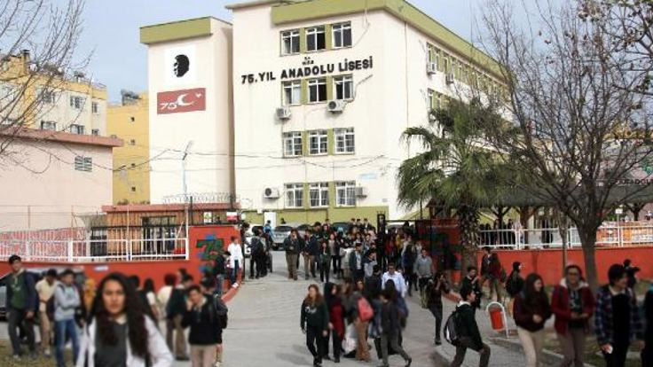 Kantinci 4 öğrenciyi bıçakladı