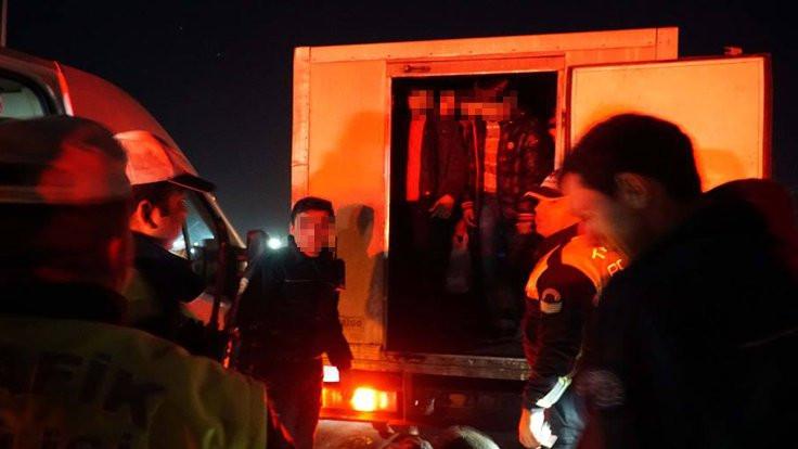 Mülteciler çalıntı kamyonette