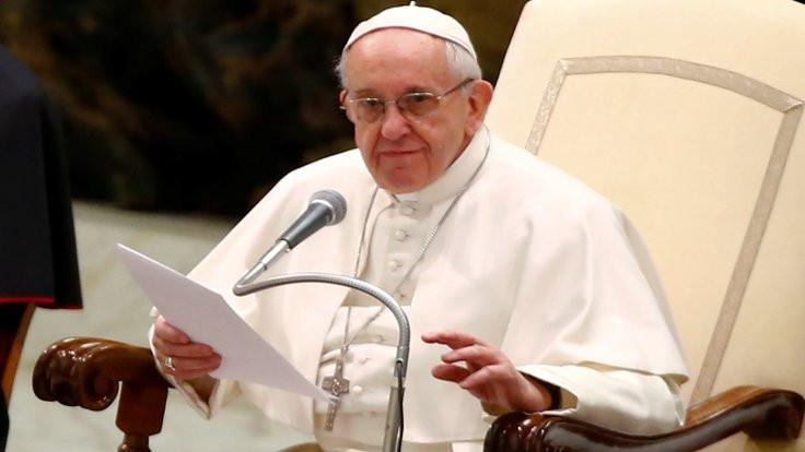 Papa taciz mağdurlarından özür diledi