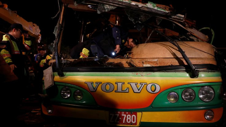 Tur otobüsü devrildi: 32 ölü