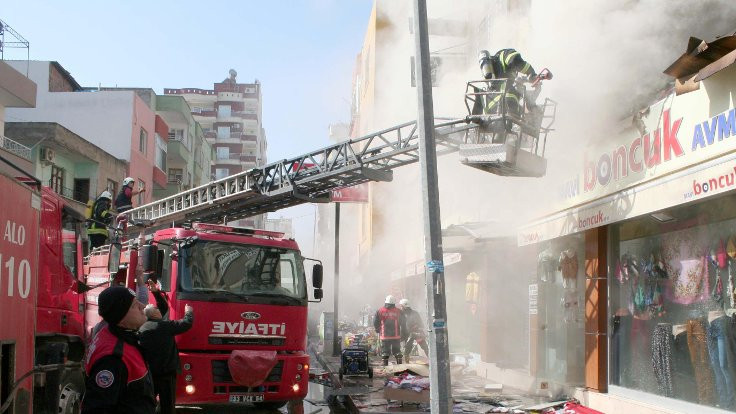 Mersin'de alışveriş merkezinde yangın