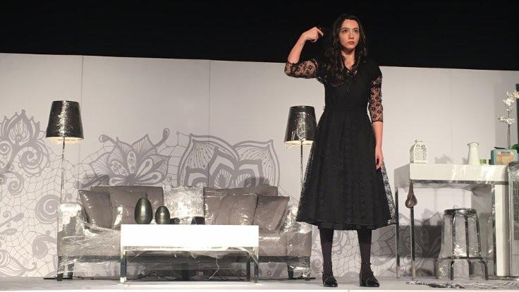 Öykü Gürman'dan tiyatro sürprizi!