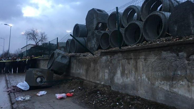 Ankara'da beton borular yayaların üzerine düştü