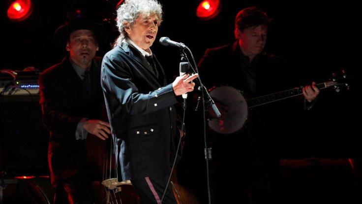 Dylan, Nobel'ini almaya gidiyor!