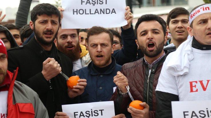 Hollanda'yı portakal sıkarak protesto ettiler