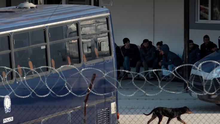 Mülteci kampından zorunlu göç