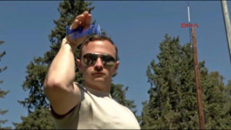 Askerler Nusret'i taklit etti