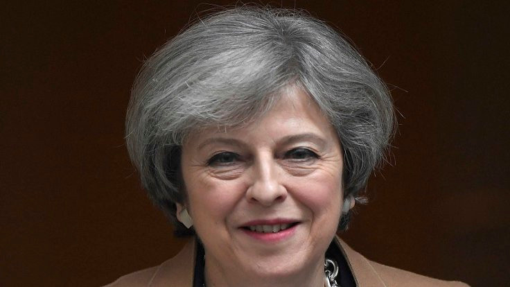 İngiltere'den başörtüsü yasağı eleştirisi
