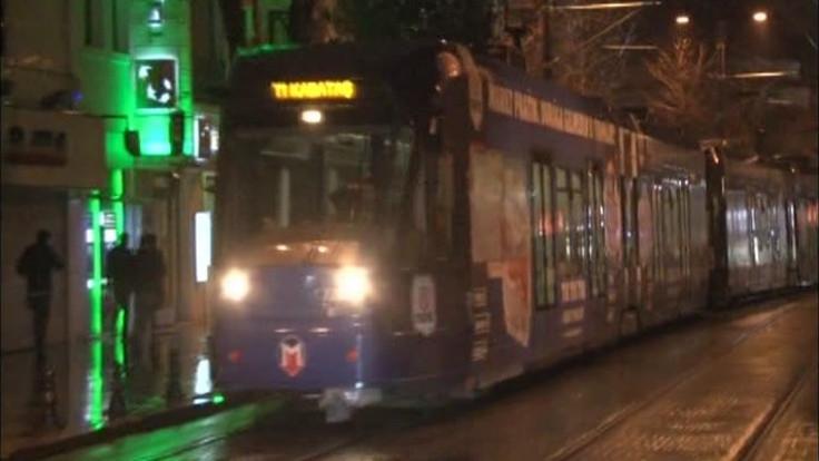 Tramvay taksiye çaptı: 4 yaralı