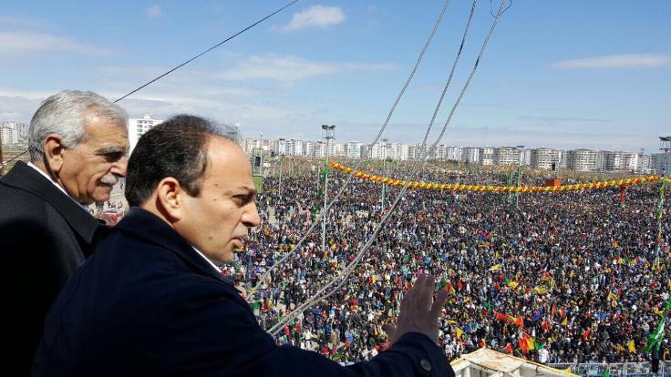 Diyarbakır'da yüz binler Newroz alanında