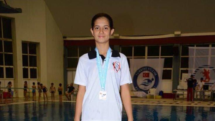 Şampiyon yüzücüye havuz bulundu!