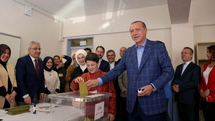 'Referandum laik Cumhuriyeti değiştirecek'