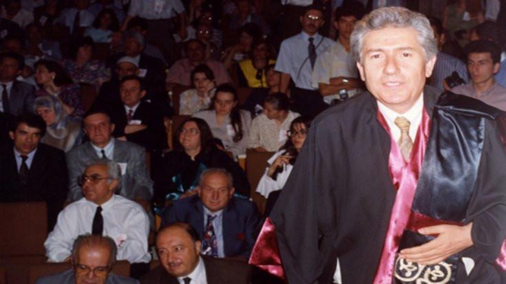 Prof. Dr. Çakman toprağa veriliyor