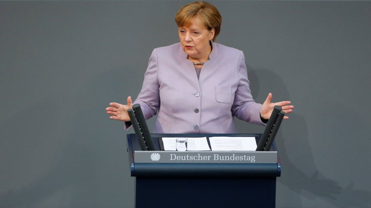 Merkel'den Akhanlı'ya gözaltı eleştirisi