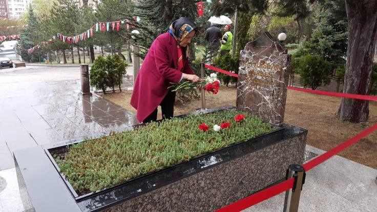 Türkeş'in mezarına ziyaret