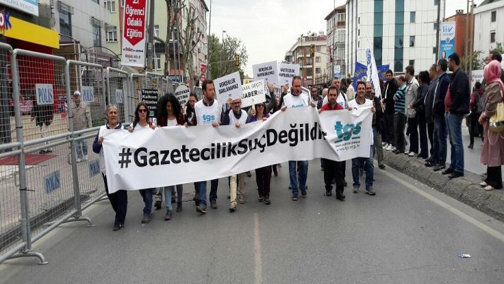 35 gazeteciye gözaltı kararı
