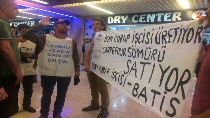 Bony Çorap işçileri Carrefour'da eylem yaptı