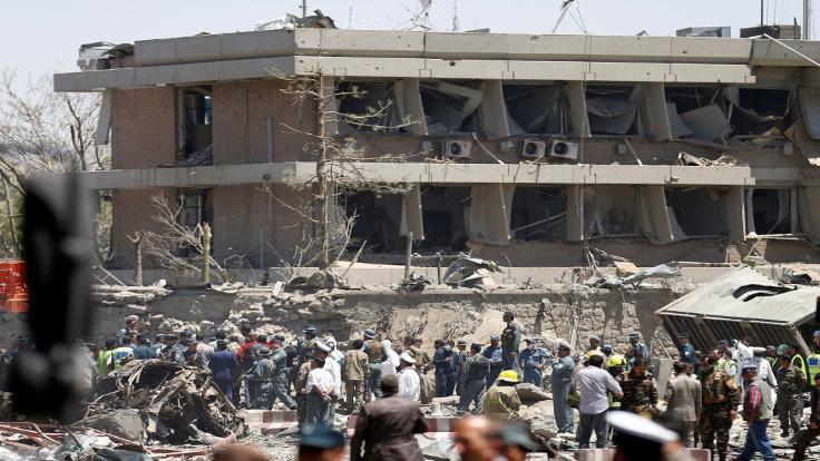 Patlamada Türk elçiliği de zarar gördü