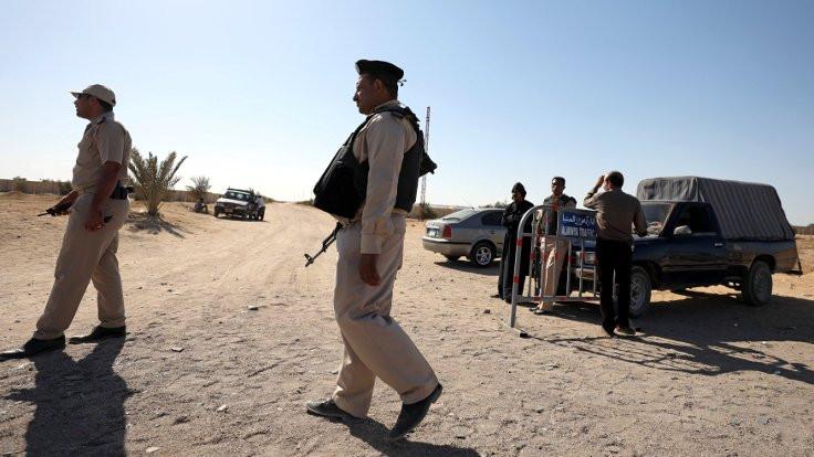 Mısır, Libya'daki El Kaide kamplarını bombaladı