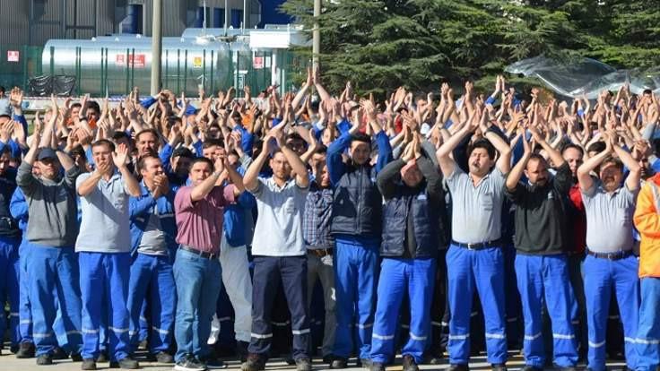 Sendika anlaştı, işçiler protesto etti