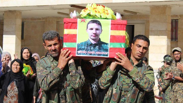 Kanadalı YPG üyesi için tören