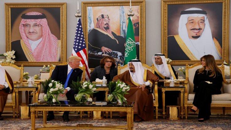 Trump Riyad'da, aklı Washington'da