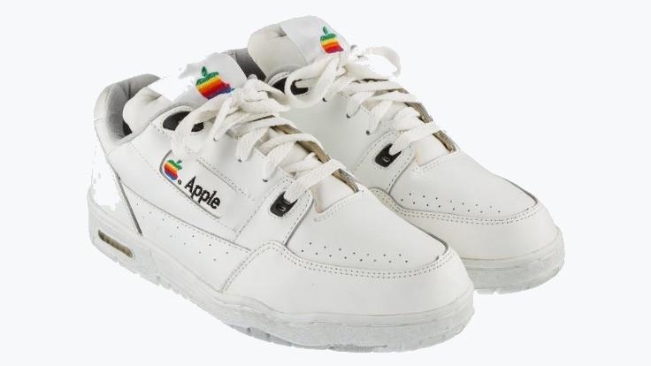 Apple ayakkabılar satışa çıkıyor