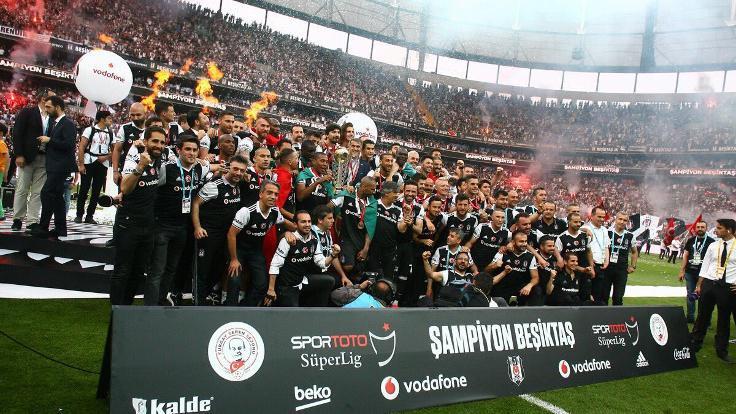 Şampiyon Beşiktaş, kupasını aldı - Sayfa 1
