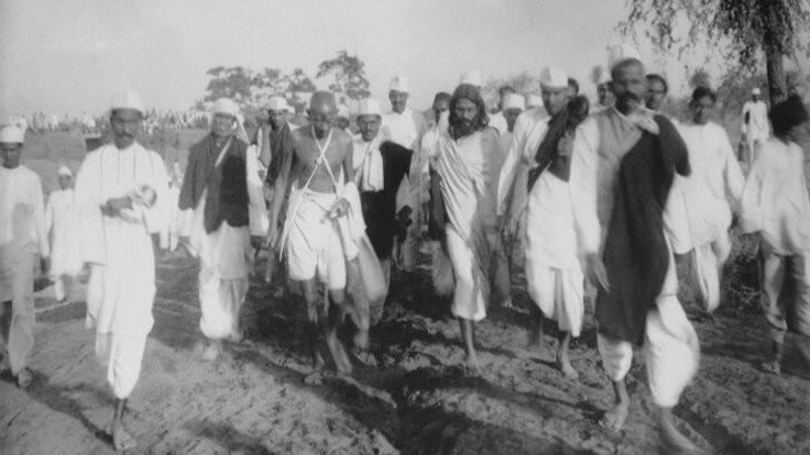 Gandhi kimdir? Tuz Yürüyüşü nedir?