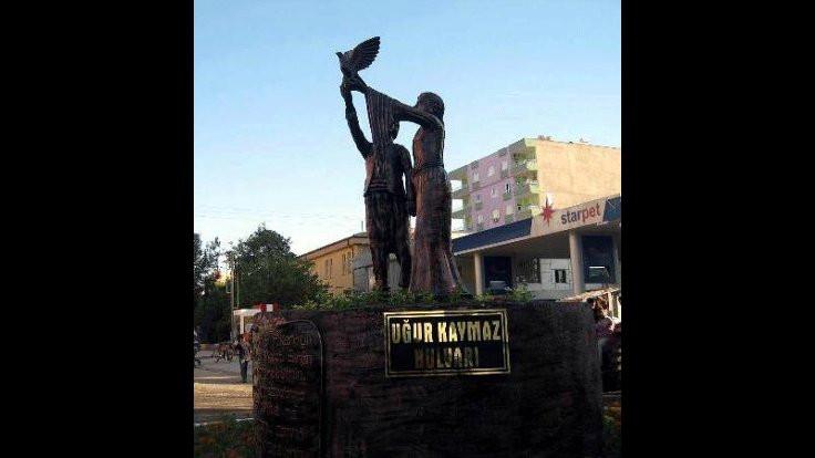 Kayyım barış heykelini kaldırttı
