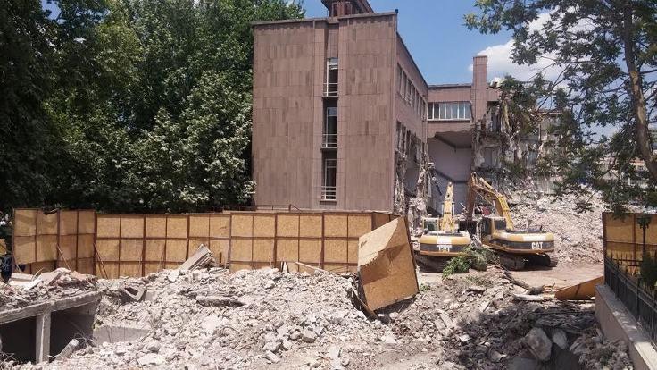 Tarihi İller Bankası binasının yıkımına tepki