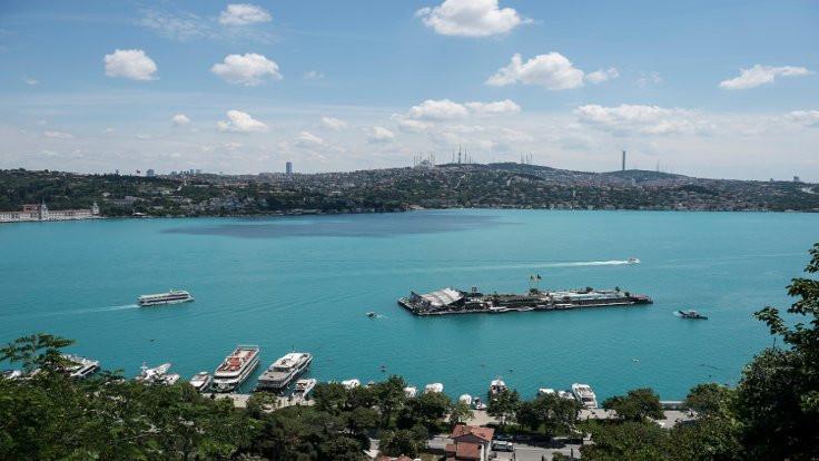 İstanbul Boğazı'nda sıradışı renk değişimi