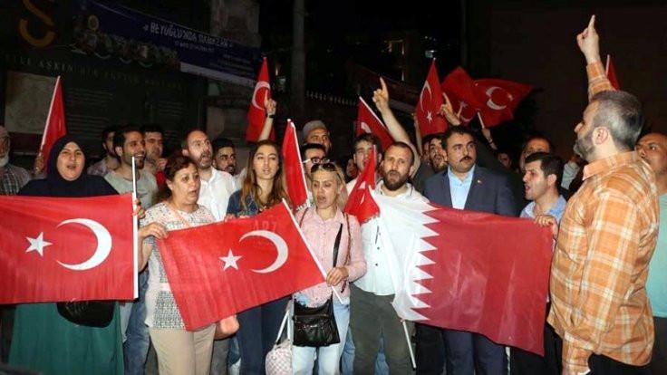 Beyoğlu'nda Katar'a destek eylemi
