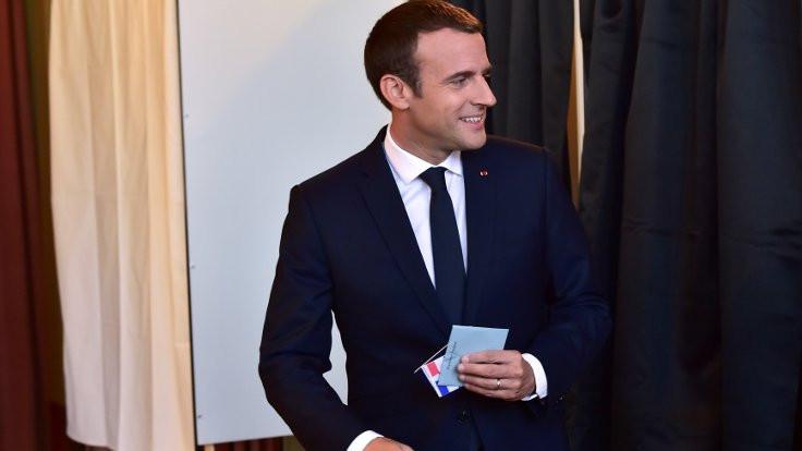 Fransa'da Macron çoğunluğu elde etti