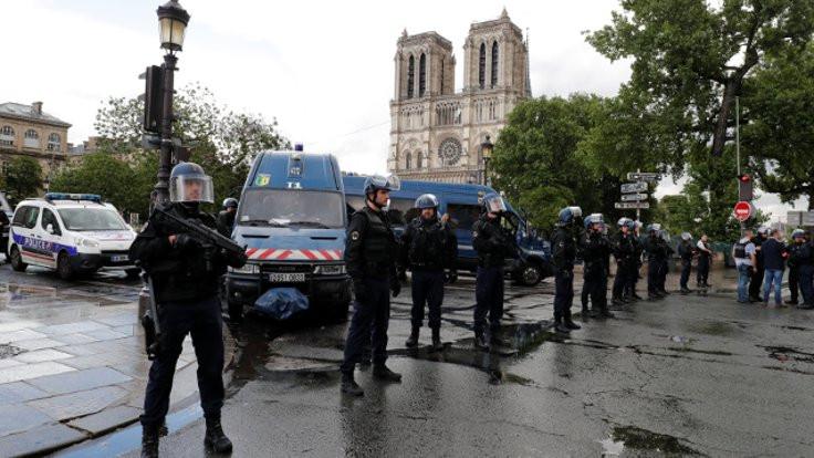 Notre Dame Katedrali'nde terör alarmı