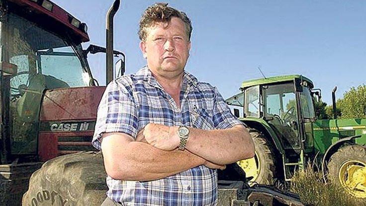 Köpegi traktörle çarptı kalp krizinden öldü
