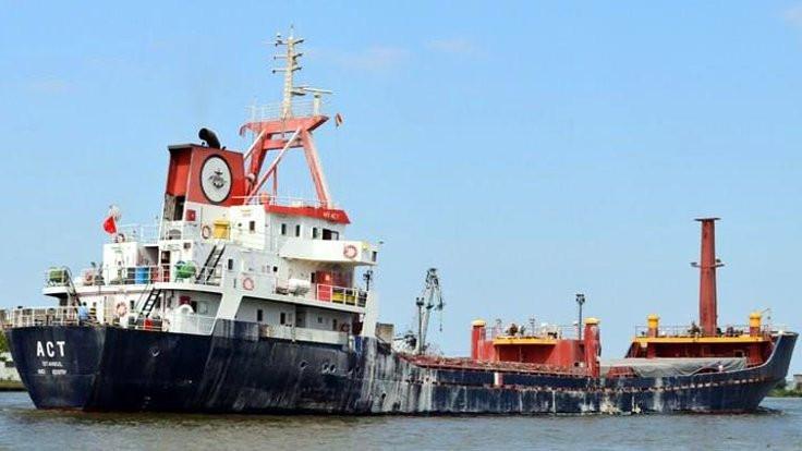 Ateş açılan gemi Marmaris'e götürülüyor