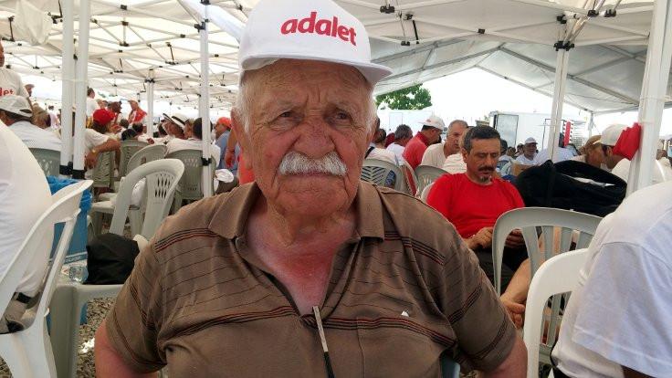 87 yaşında adalet için yürüyor