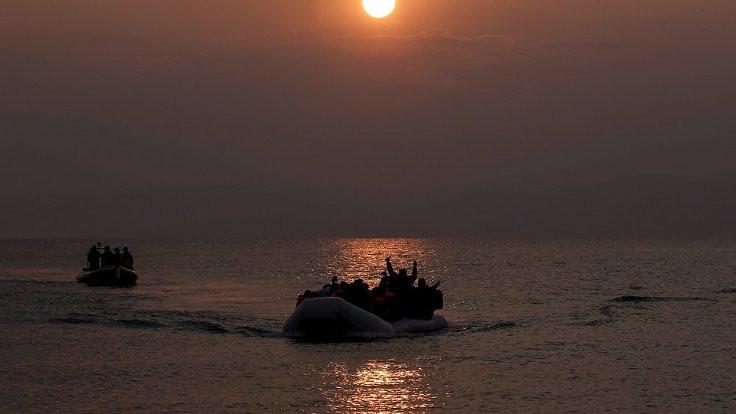 Mültecilere karşı 'şişme bot' yasağı!