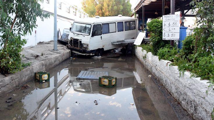 Ege'de deprem: Türkiye'de panik, Yunanistan'da can kaybı