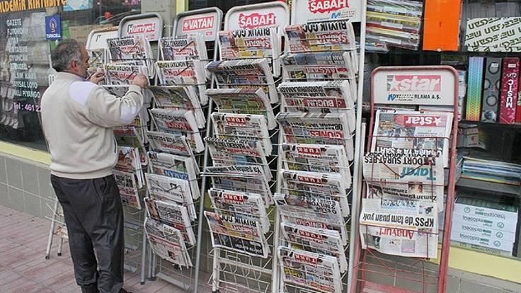 Gazete ve dergiler eriyor