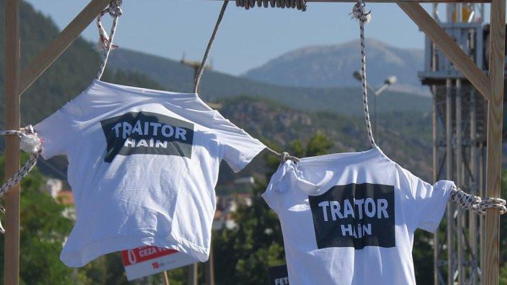 'Hero'ya' yanıt: 'Traitor' tişörtleri darağacında
