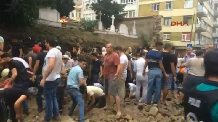 Kurtuluş'ta mezarlık duvarı çöktü