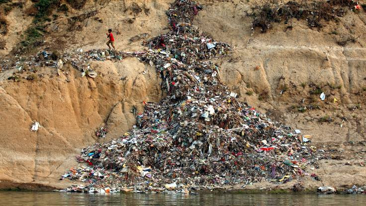 Dünya = Plastik Gezegen