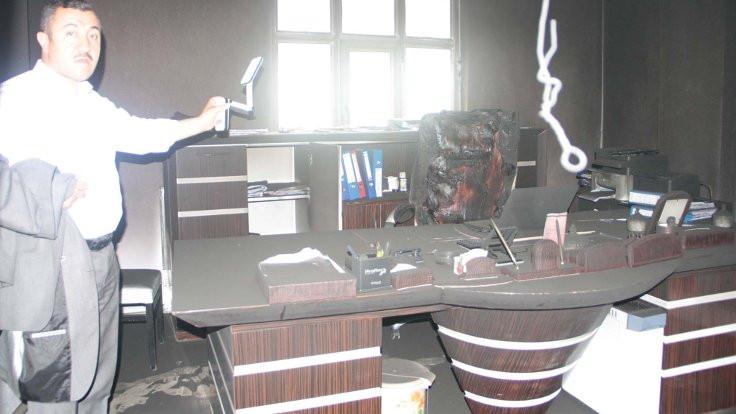 AK Partili başkanın bürosu kundaklandı