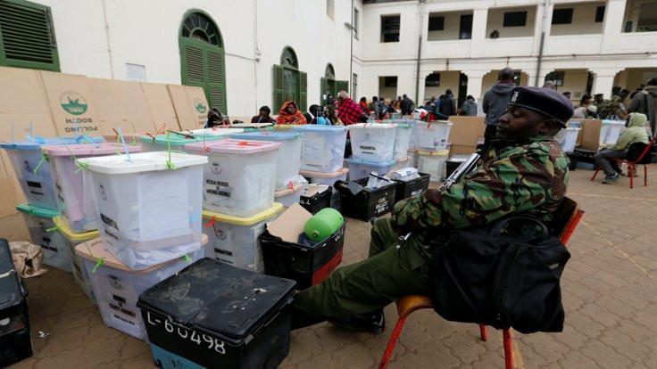 Kenyatta zafer ilan etti muhalefet tanımadı