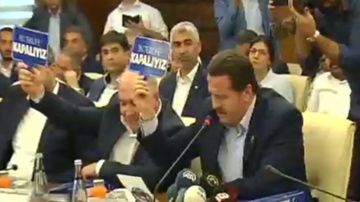 Hükümet teklifine canlı yayında protesto