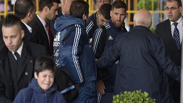 Messi o çocuğu ağlatır mı hiç!